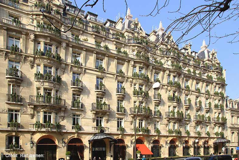 Paris avenue montaigne